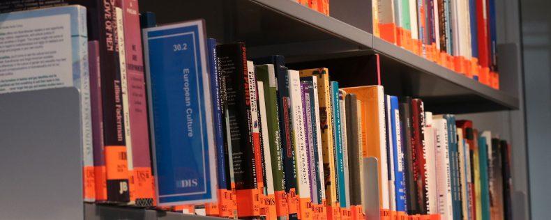 DIS Copenhagen Student Hub - Library